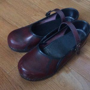 Sanita clogs- Super cute rustic red.